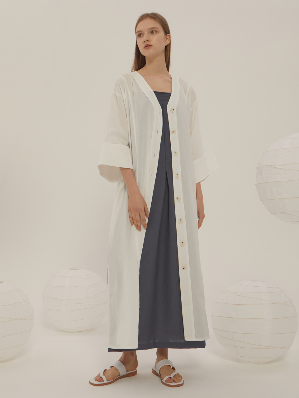 V-NECK BUTTON DRESS_White / Out of Stock